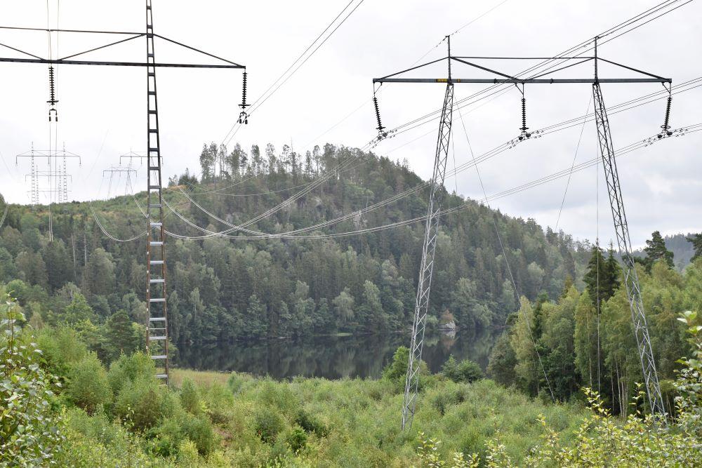 Utsikt från kraftledningsgatan på  Brännaredsleden ner mot Tolken.